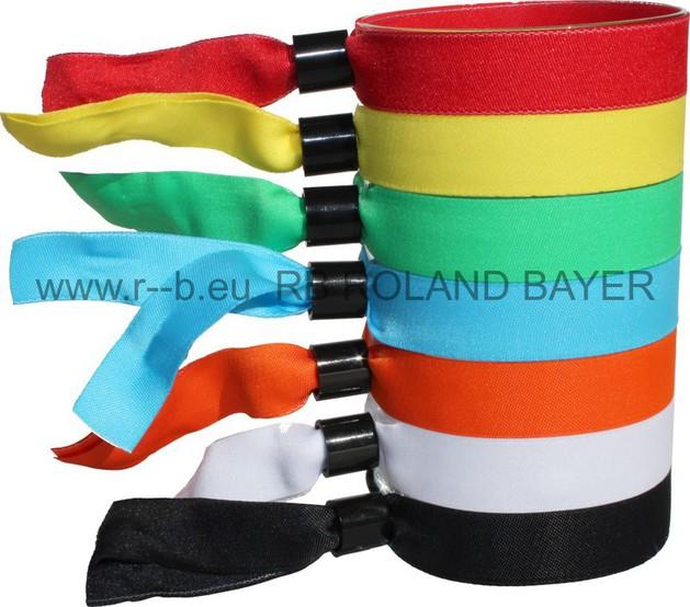 farbige Stoffbänder mit Plastikplombe zum Zuschieben.